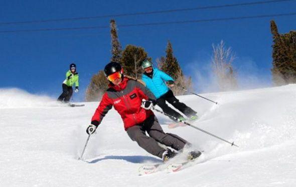 Uno de los deportes en los que se generan más lesiones es en el esquí, ya que muchas personas no lo ven como un deporte en sí, sino como un entretenimiento por lo que ignora en llevar a cabo un calentamiento previo.