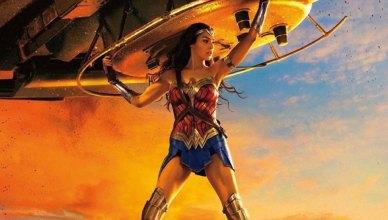 Mulher-Maravilha segura um tanque de guerra em um novo pôster do filme!