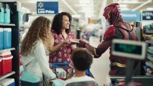 Walmart divulga um novo comercial promocional de Liga da Justiça com a participação do Flash!