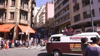 Carro de pamonha anuncia a venda de ingressos de Deadpool 2 em São Paulo!