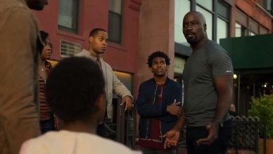 Moradores do Harlem não respeitam mais o Luke Cage em clipe inédito da segunda temporada!