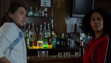 Misty Knight e Colleen Wing aparecem brigando em bar em clipe inédito da segunda temporada de Luke Cage!