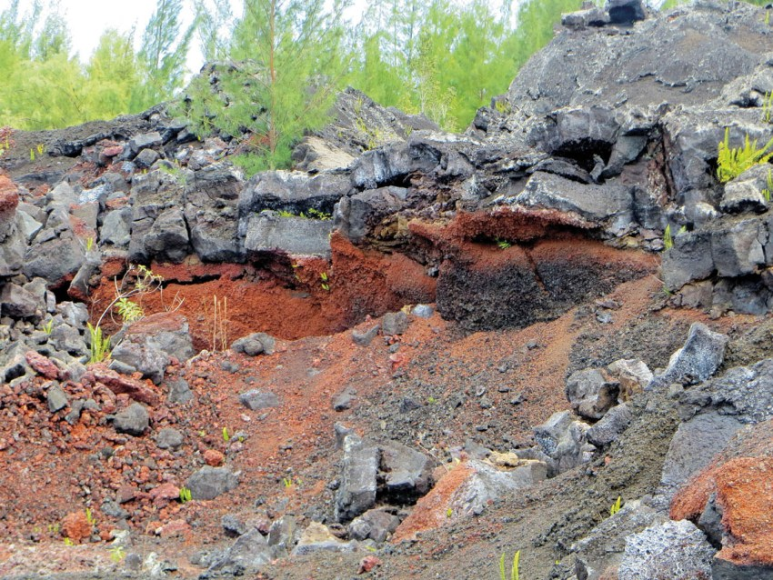 3. Red-iron tuff buried by more recent lava flows IMG_1161aa