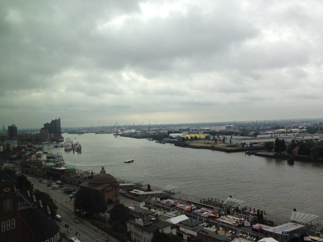 Puerto de Hamburgo desde el Skyline Bar.