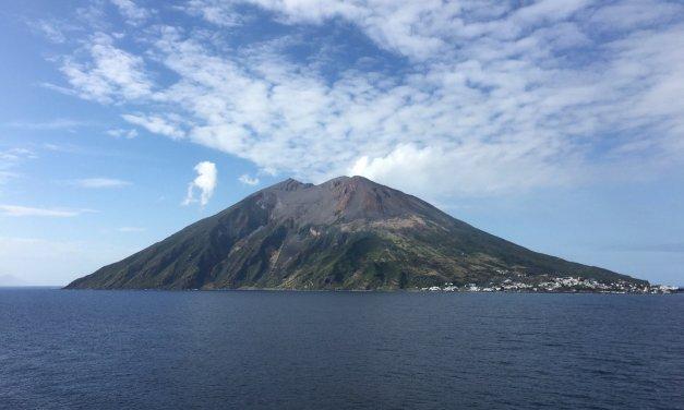 Navegando en torno a Stromboli