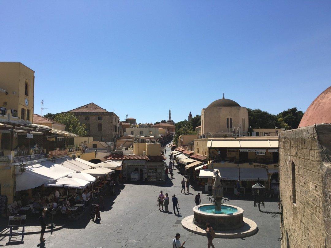 Plaza Hippocrates y Calle Sokratous