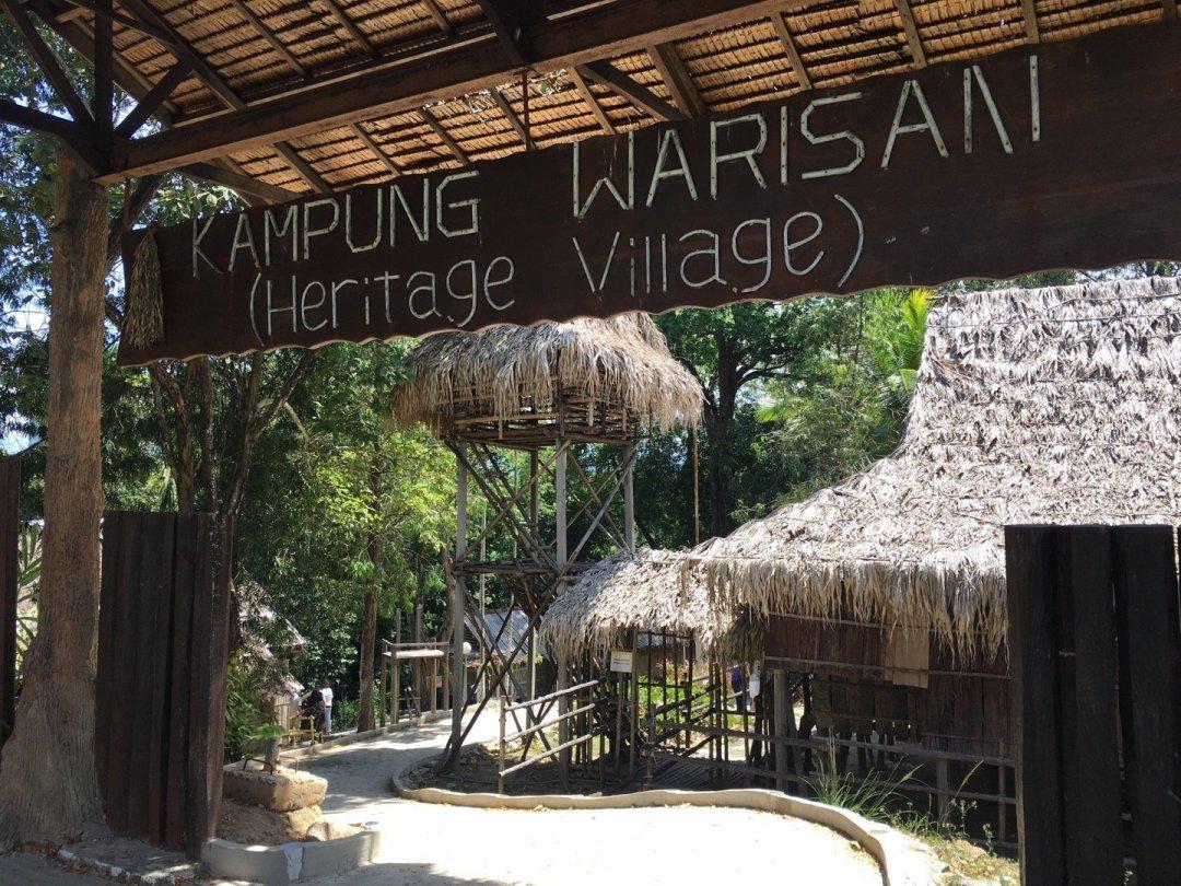 Acceso a Heritage Village