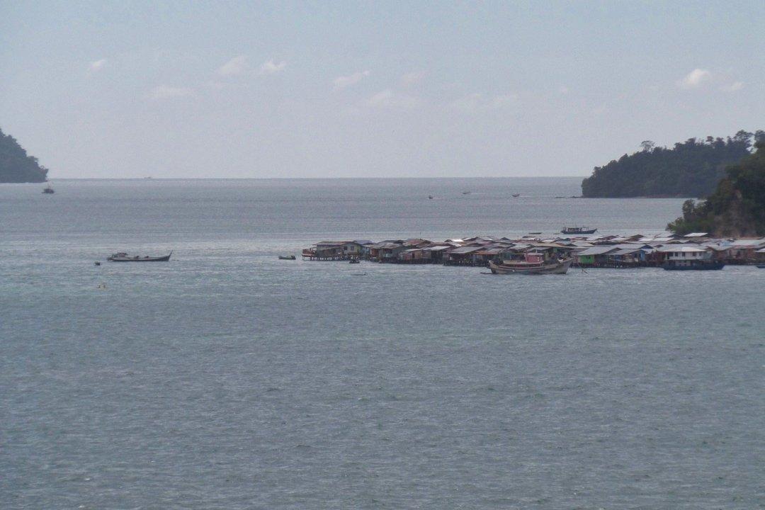 Palafitos en Pulau Gaya