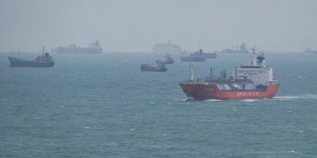 Trafico naval en el estrecho de Singapur