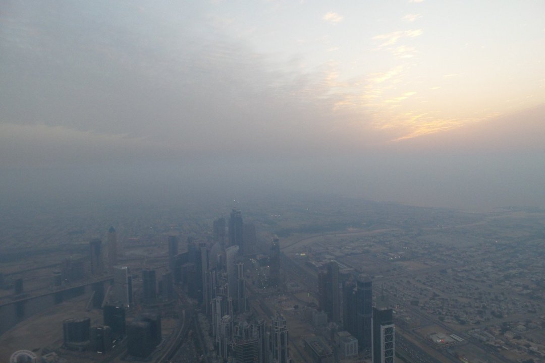 Atardecer polvoriento desde el Burj Khalifa