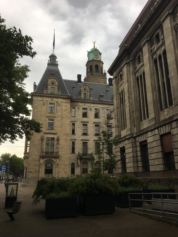 Ayuntamiento y correos