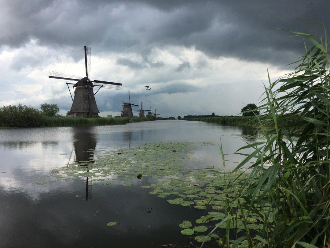Nubes de tormenta sobre Kinderdijk