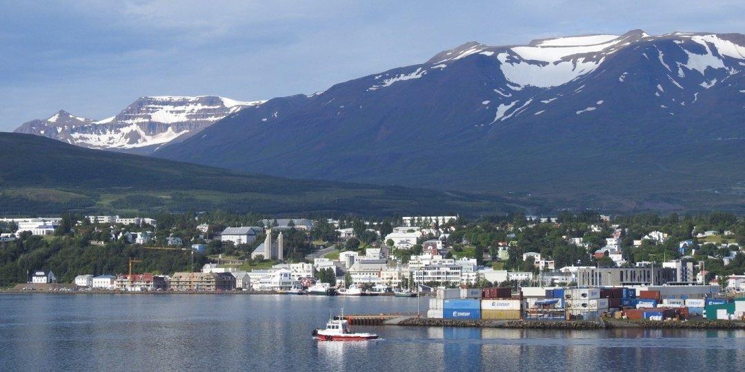 Akureyri desde el Eyjafjörður