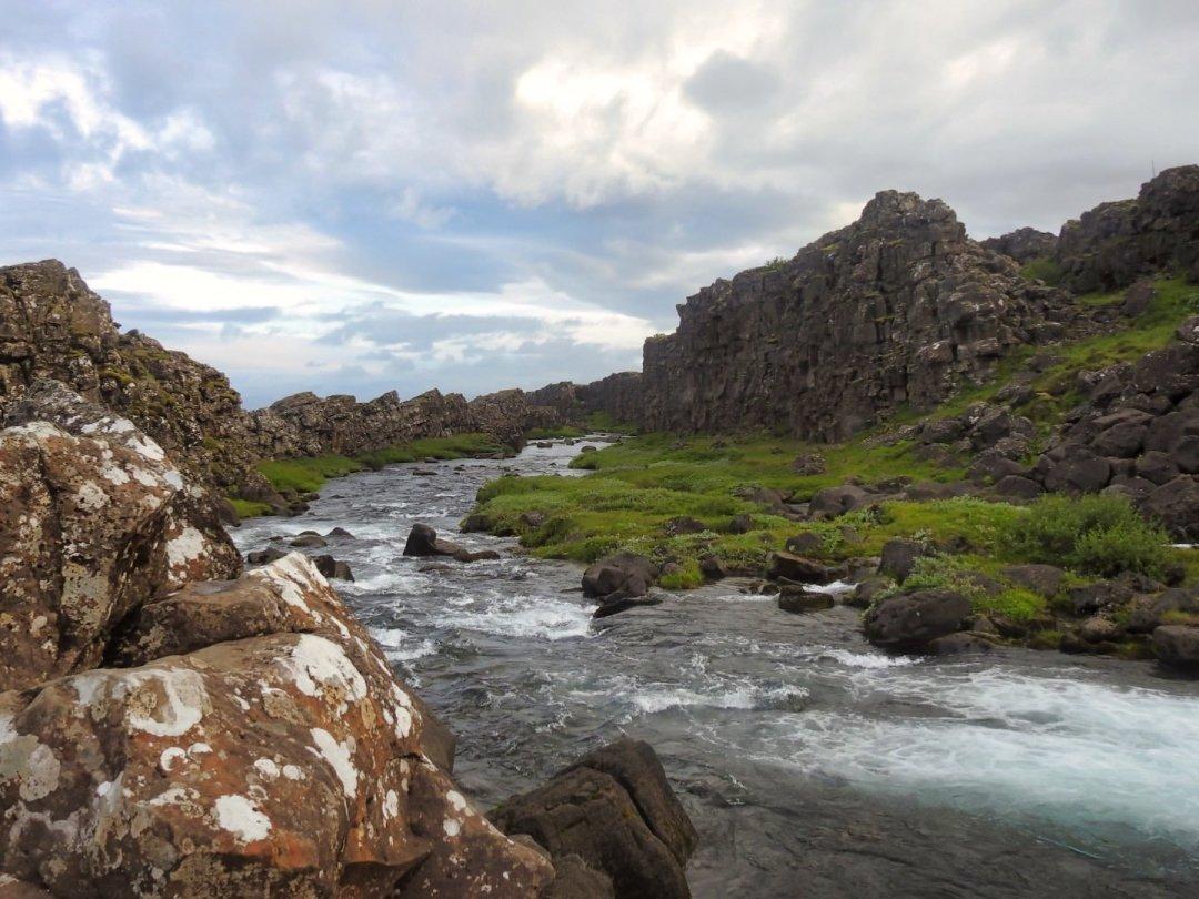 El ríoÖxará entre Öxarárfoss y Drekkingarhylur