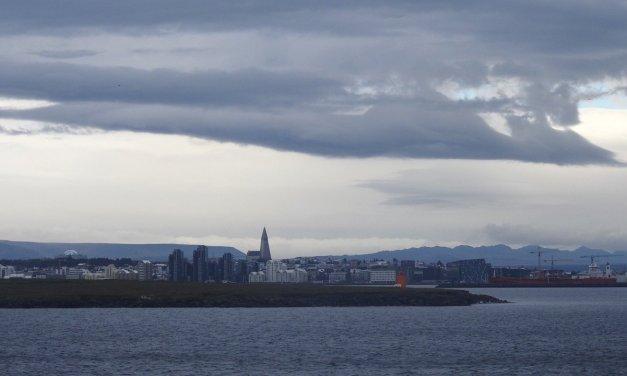 Una larga escala en Reikiavik