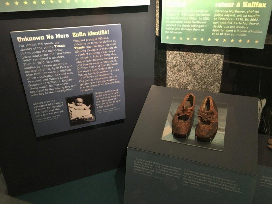 Zapatos del niño desconocido del Titanic