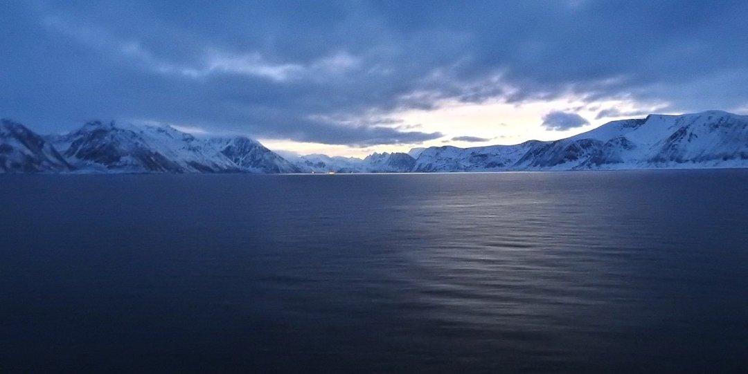 Crepúsculo frente al Bergsfjorden