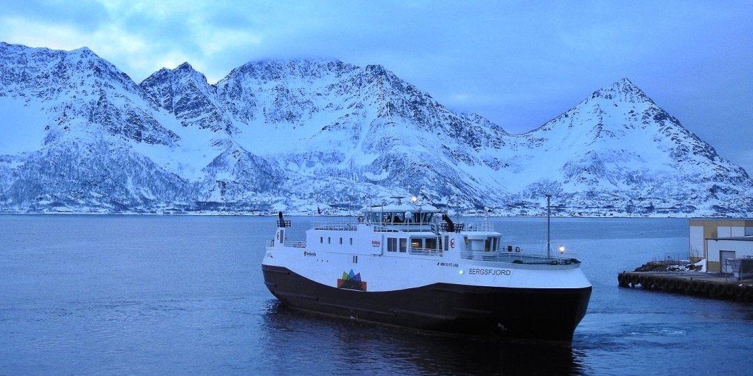 Zarpando de Øksfjord