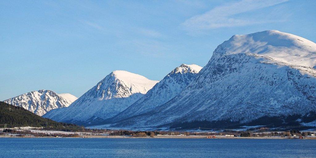 Hinnøya desde Sortlandsundet