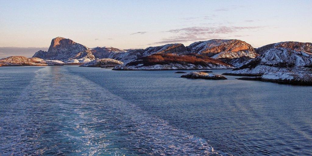 Navegando al oeste de Gjerøya
