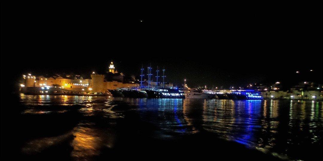 Noche en el puerto de Korčula