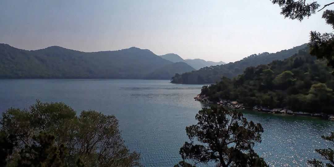 Veliko Jezero desde la isla de Santa María