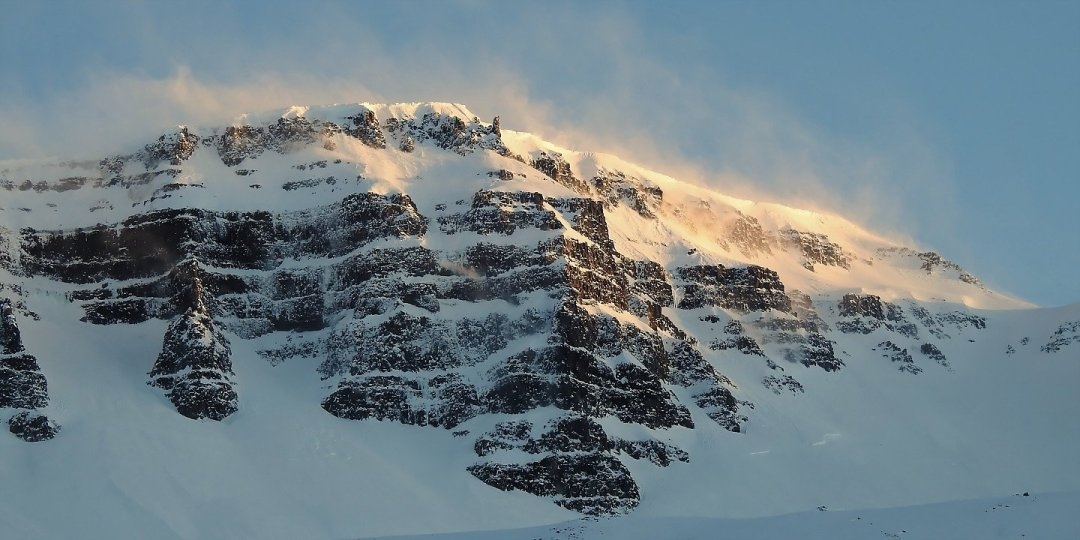 Últimos rayos de sol sobre Seyðisfjörður
