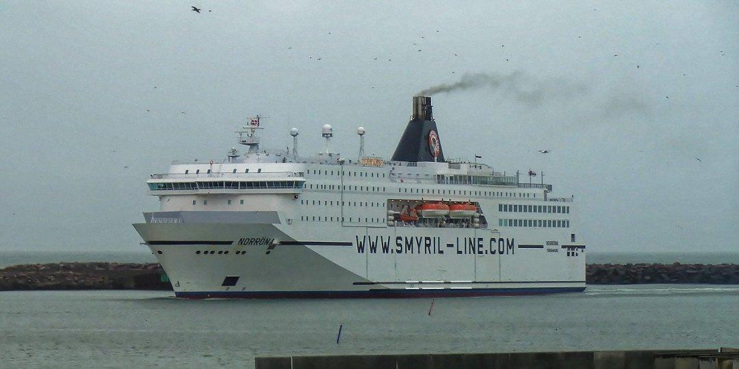 El Norröna entrando a puerto en Hirtshals
