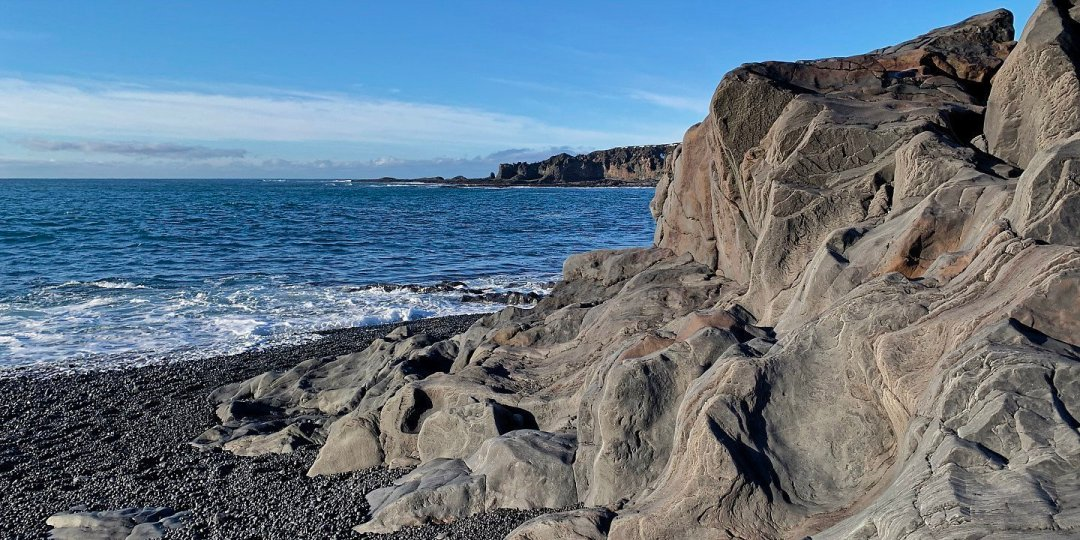 Lava junto al mar en Djúpalónssandur