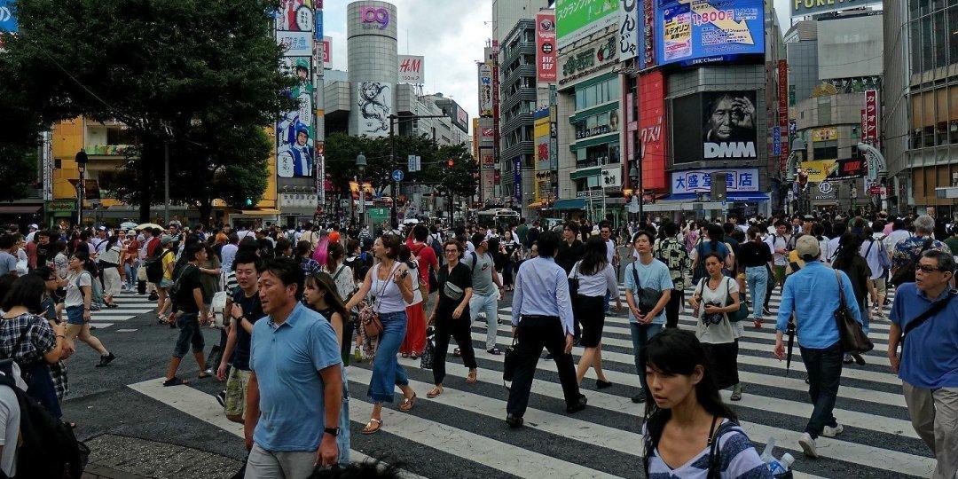 Atravesando el cruce de Shibuya