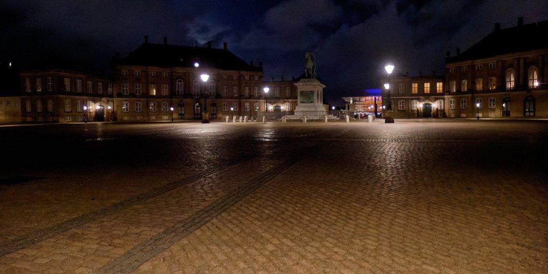 Amalienborg Slotsplads de noche