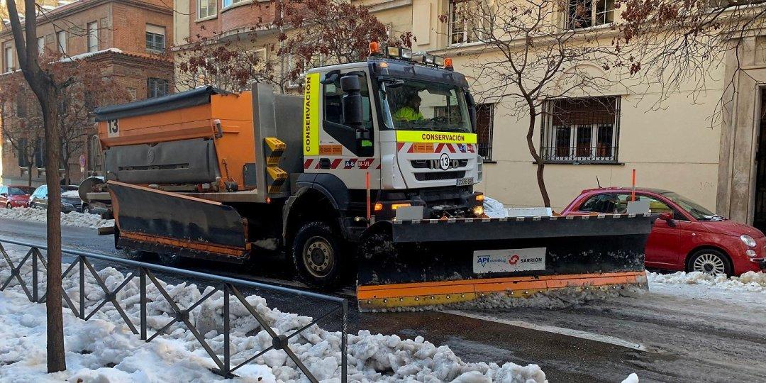 Quitando nieve en Moncloa