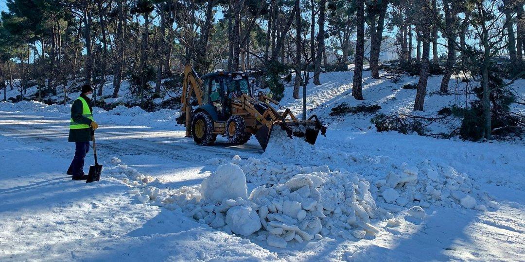 Retirando nieve en Ruperto Chapí