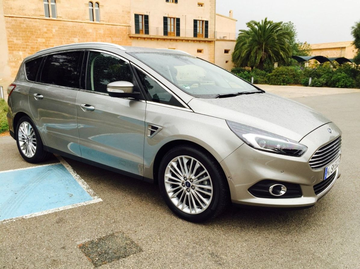 Ford S Max vor Haus (Large)