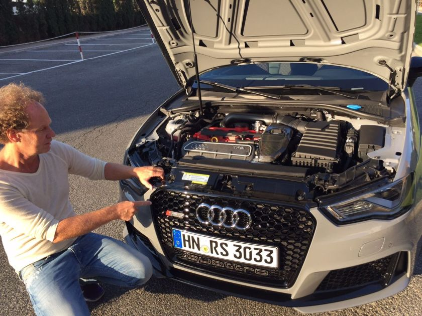 Audi RS3 Motorhaube geöffnet