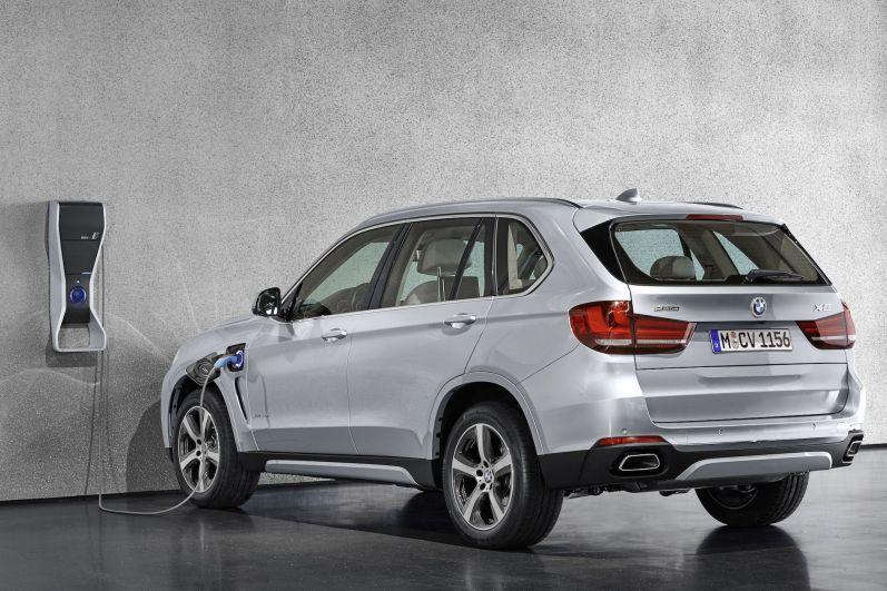 BMW X5 xDrive40e Heck Seite
