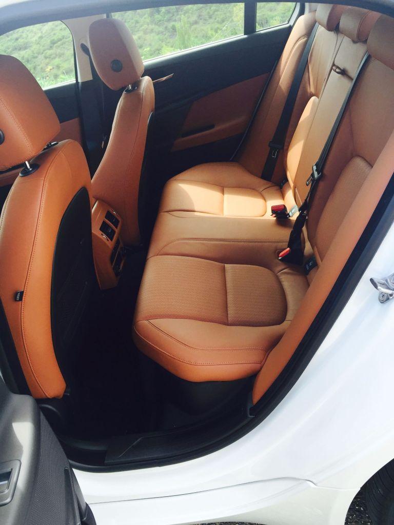 Jaguar XE Rückbänke