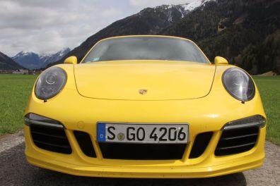 Porsche 911 GTS Front