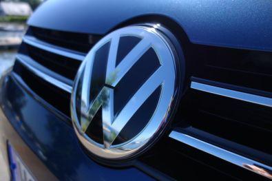 VW Sharan 2015 VW Emblem