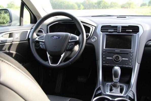 Ford Mondeo 2015 Titanium Lenkrad Mittelkonsole