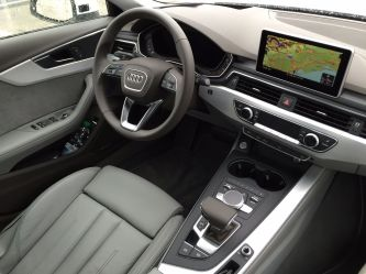 Audi A4 2015 Cockpit Innenraum