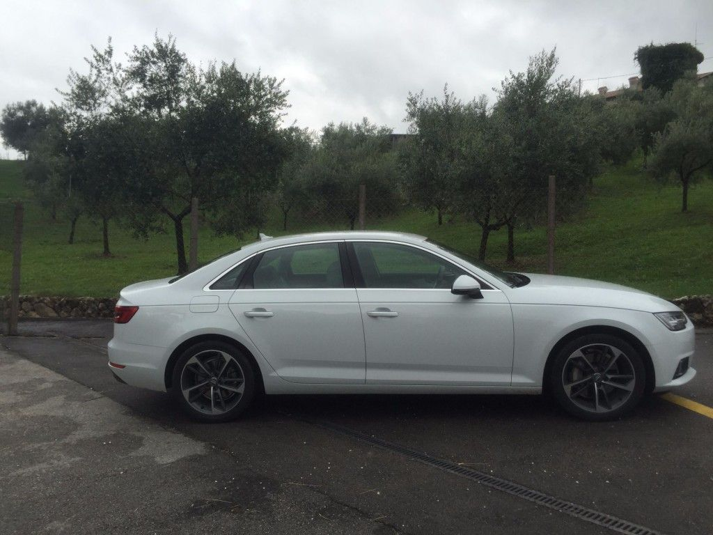 Audi A4 2015 seitlich