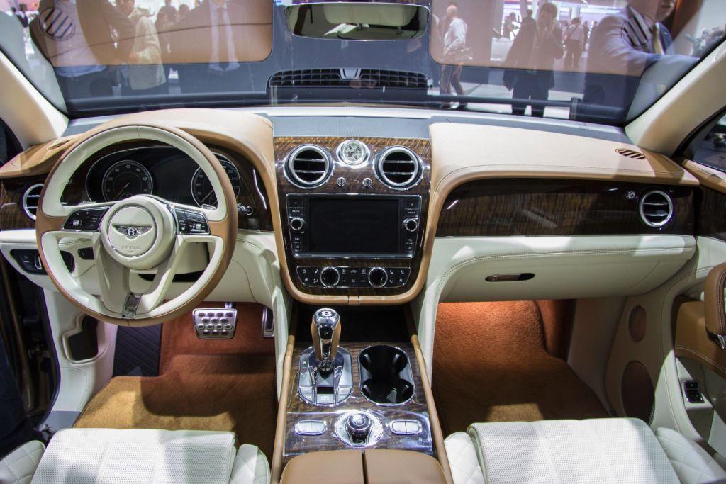 Bentley Bentayga Mulliner Tourbillon Clock 2015 Innenraum
