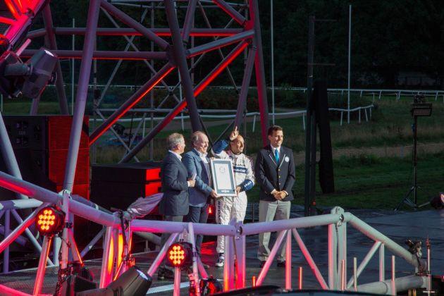 Jaguar F-Pace 2015 Weltrekord Urkunde Übergabe
