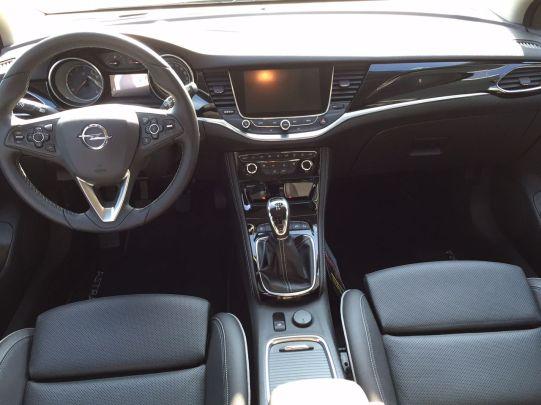 Opel Astra 2015 Innenansicht