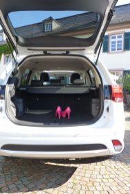 Mitsubishi Outlander Plug-in Hybrid Kofferraum 2015