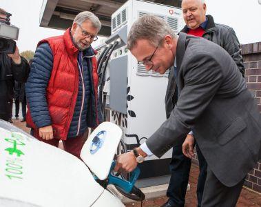 Nissan nimmt Schnellladestation an der A24 Berlin-Hamburg in Betrieb