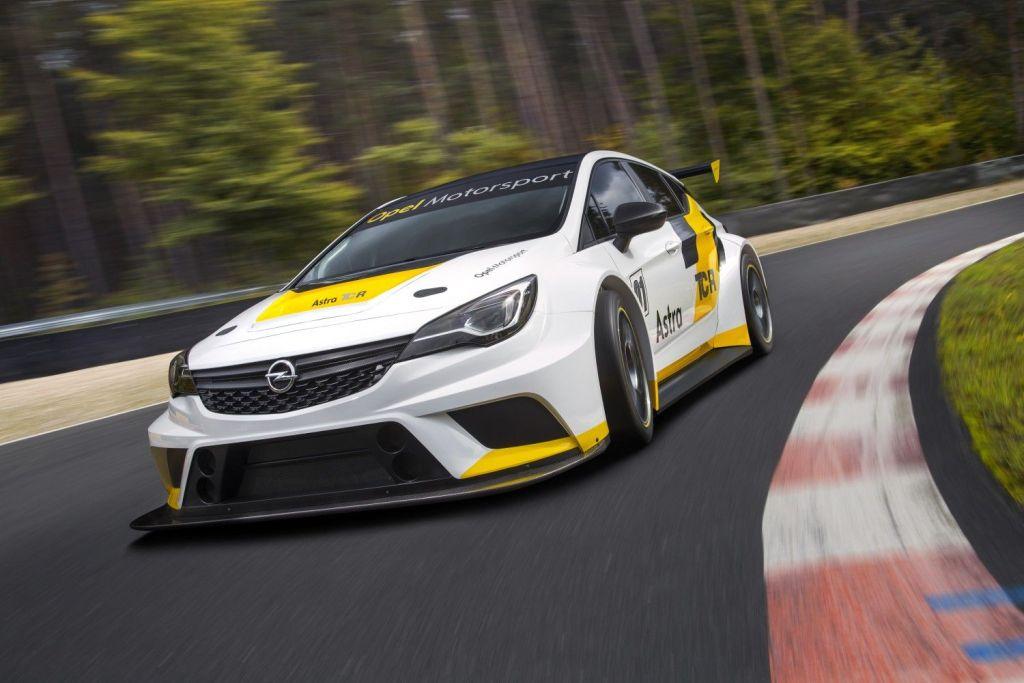 Opel stellt neuen 330 PS starken Tourenwagen vor