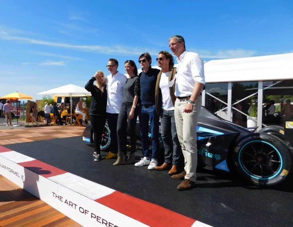 Petra Bindel, Sternekoch Holger Stromberg, Schauspielerin Alexandra Maria Lara und Sam Riley, Jan Luca, sowie Peter Modelhart, Geschäftsführer Jaguar Land Rover Deutschland