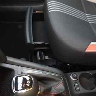 Skoda Yeti praktisches Ablagefach unterm Beifahrersitz